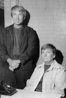 16 Oct 1975, Harlingen, Texas, USA --- Marshall Herff Applewhite and Bonnie Lu Trusdale Nettles are arrested by local police on August 28, 1974. Applewhite is charged with auto theft and Nettles is charged with the fraudulent use of credit cards. The two are believed to be the same who persuaded a number of people from Oregon to give up their worldly possessions and follow them in awaiting a UFO. They are leaders of a new sect called HIM (Human Individual Metamorphosis), better known as Heaven's Gate. --- Image by © Bettmann/CORBIS