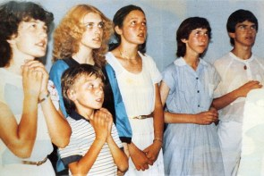 vicka 011.jpg The six young visionaries having an apparition in 1981 L to R: Vicka Ivankovic, Jakov Colo, Mirjana Dragicevic, Ivanka Ivankovic, Marija Pavolic, Ivan Dragicevic Medjugorje Early apparition Chris Rogers Mobile:+447808913186 Skype: chris.johnrogers www.blackandwhitetv.net